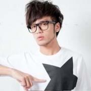 帅气戴眼镜男生头像 戴眼镜优雅帅气的男生