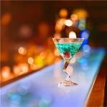 关于酒的头像图片 愿化作一杯孤独的烈酒