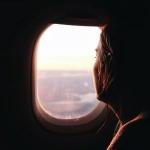 安静伤感望向飞机窗外头像图片