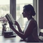安静看书女生头像图片 当我想你的那一秒