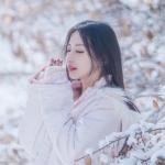 雪景中治愈系女生头像图片