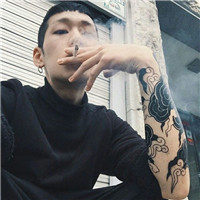 qq男生头像抽烟冷酷