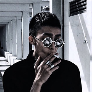 头像男生霸气抽烟