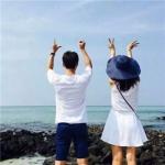 情侣头像海边唯美背影 高清一左一右的背影情侣头像大海图片