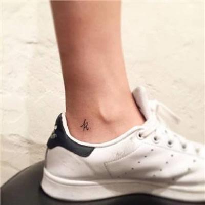 脚部纹身头像