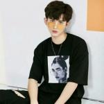 戴眼镜男生照片头像 高清时尚帅气的眼镜男头像真实生活照