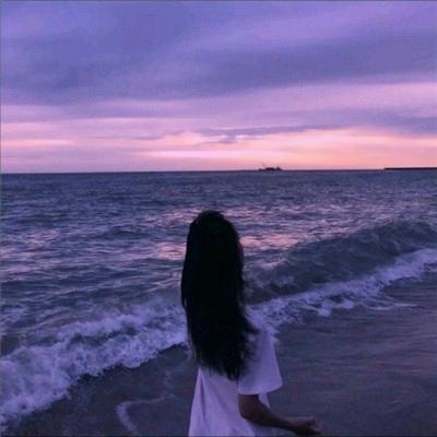 微信女生海边背影头像