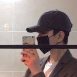 真人男生头像手拿手机 高清帅气的手机自拍男头像图片