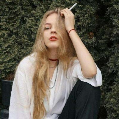伤感头像女生抽烟头像