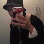 男生头像拿手机自拍 帅气的男生高清真实头像自拍图片