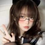 霸气原宿风戴眼镜酷拽女头图片