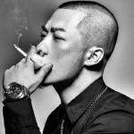 超酷抽烟黑白男人头像图片
